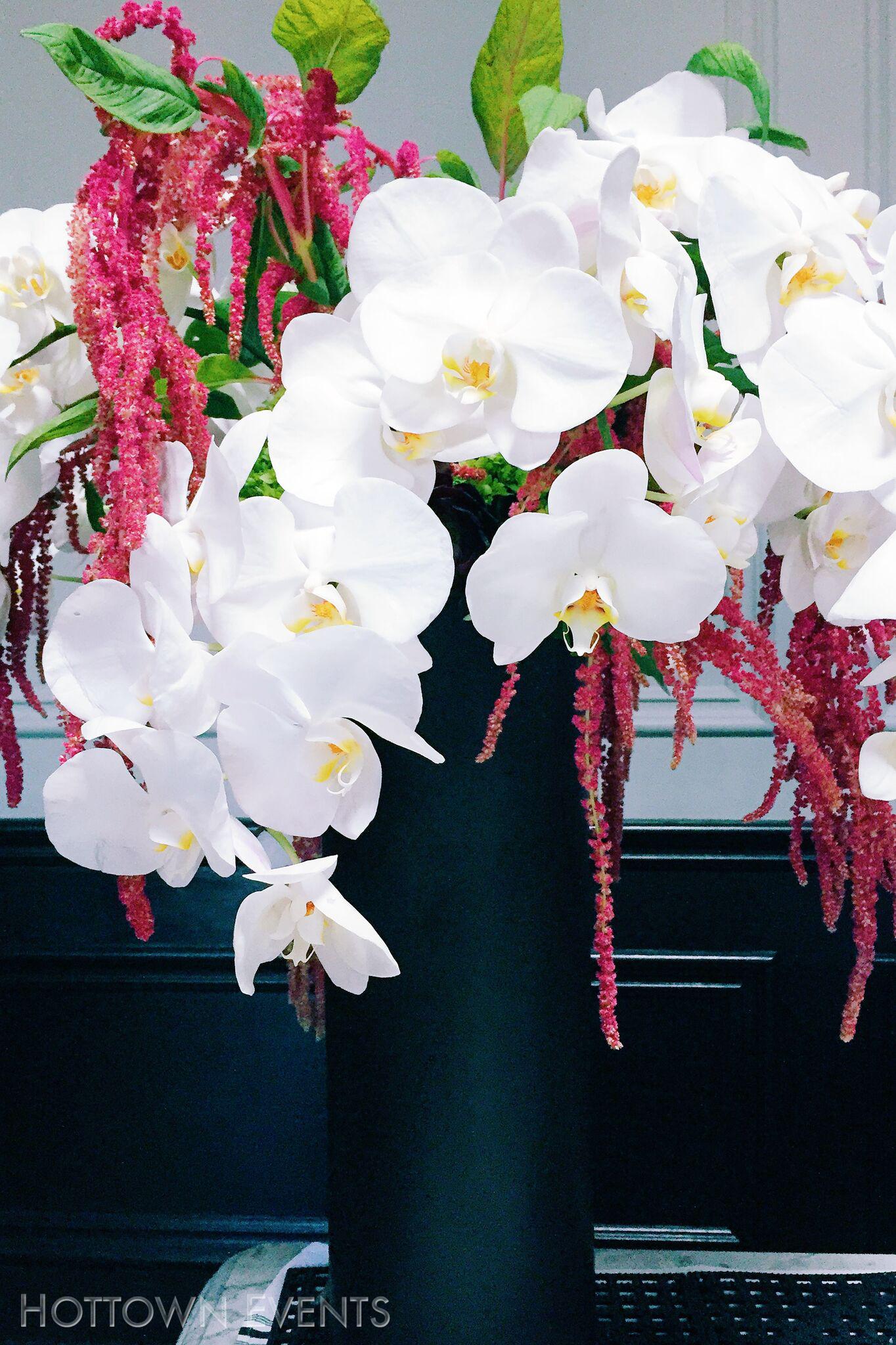 <h5>Medium Orchid table top arrangement</h5>