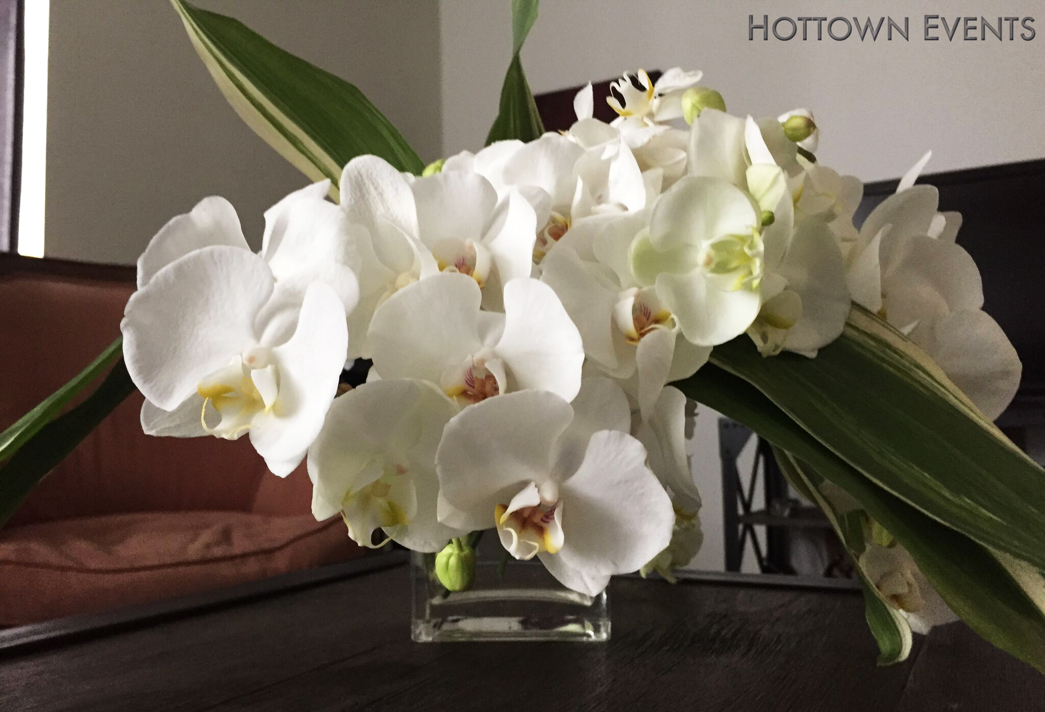 <h5>Orchid table top arrangement</h5>