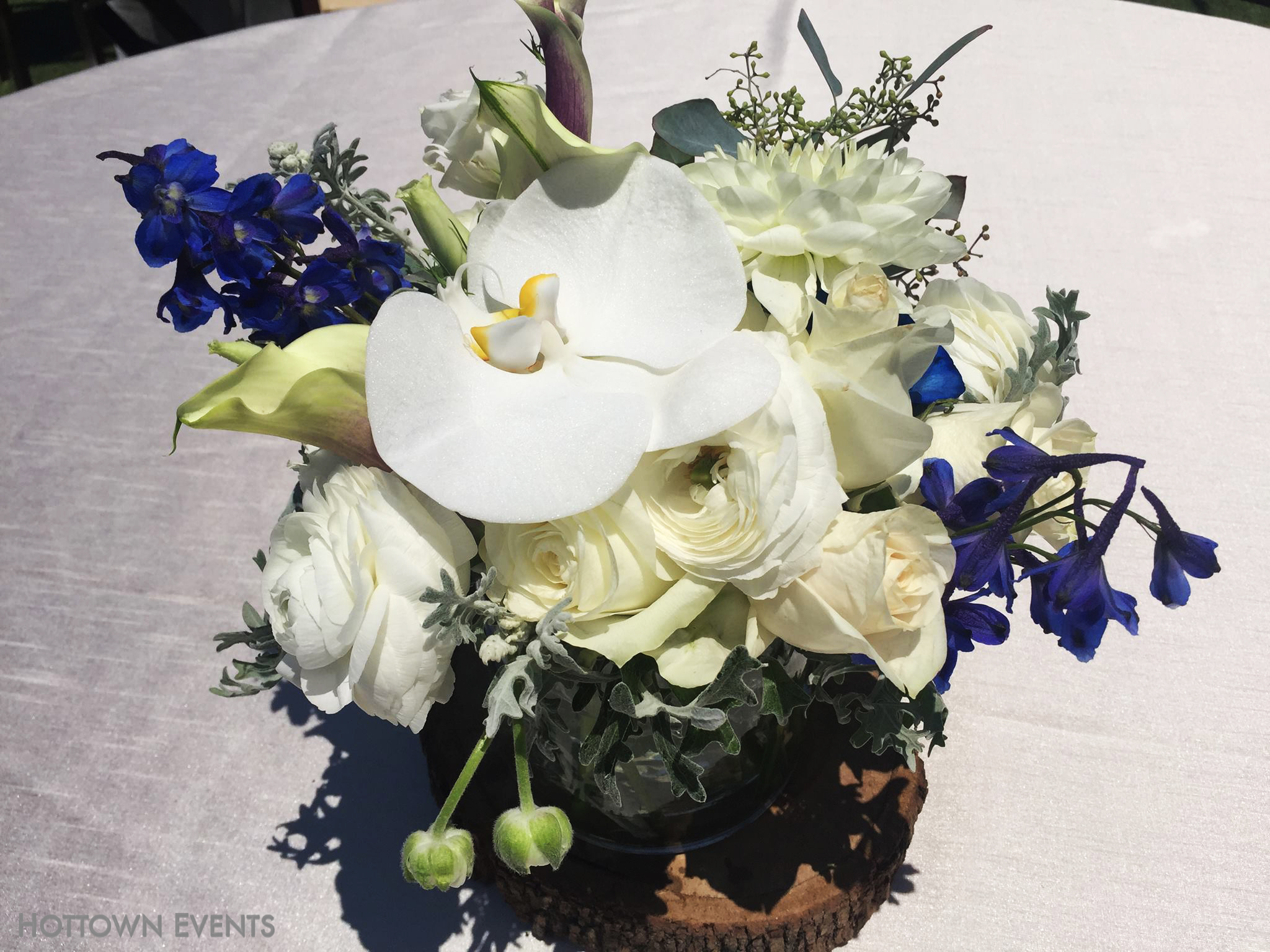 <h5>White Orchids, Roses & Lilys table top arrangement</h5>